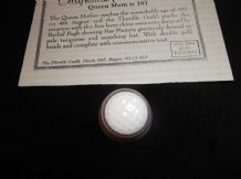 COLLECTABLE GILDED CHINA THIMBLE + CERT QUEEN MUM IS 101 TURQUOISE HAT